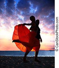 пара, закат солнца, танцы