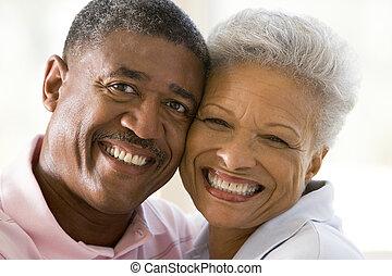 пара, indoors, улыбается, relaxing