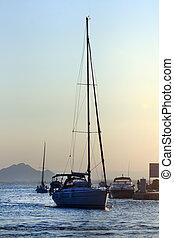 парусная лодка, закат солнца, парусный спорт