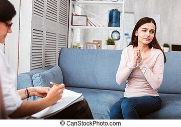 пациент, ее, visiting, объяснять, в то время как, терапевт, спокойный, проблема, пытаясь