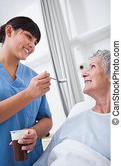 пациент, медсестра, вскармливание