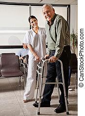 пациент, помощь, женский пол, ходок, медсестра, старшая
