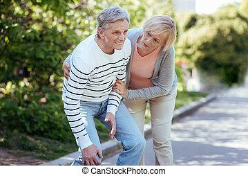 пенсионер, боль, на открытом воздухе, подчеркнул, в отставке, чувство