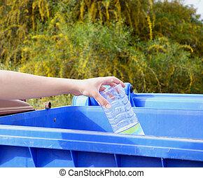 пластик, бросание, рука, бутылка, мусор, пустой