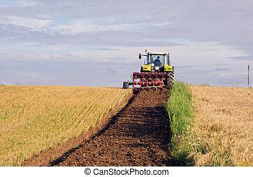 плуг, трактор, земельные участки, собирали, поле, сельскохозяйственное