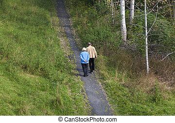 пожилой, гулять пешком, пара