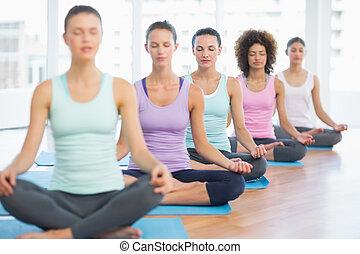поза, спортивный, медитация, молодой, женщины, закрыто, яркий, фитнес, eyes, студия