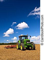 поле, трактор, plowed