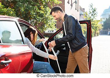 помощь, ее, получить, автомобиль, внутри, жена, отключен, муж