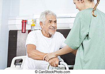 помощь, медсестра, ходок, с помощью, улыбается, старшая, человек