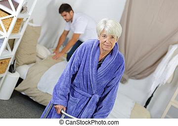помощь, смотритель, старшая, женщина, главная
