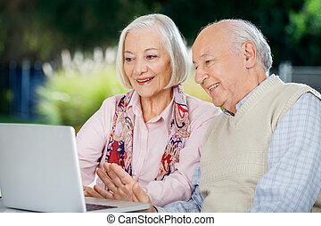 портативный компьютер, пара, видео, старшая, в чате
