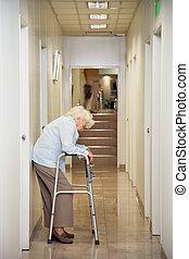 постоянный, женщина, пожилой, пассаж