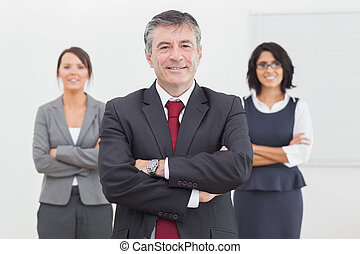 постоянный, his, команда, улыбается, бизнесмен