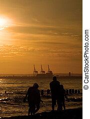 прогулка, семья, #2, закат солнца