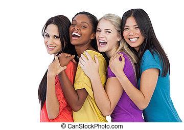 разнообразный, смеющийся, камера, женщины, embracing, молодой