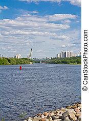 река, город