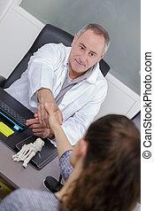 рукопожатие, his, пациент, офис, врач, приветствие
