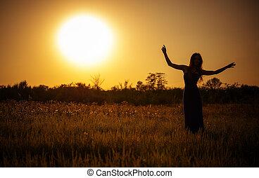 силуэт, танцы, небо, молодой, против, закат солнца, девушка, платье