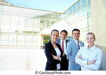 сотрудников, конкурентоспособный