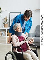 старшая, женщина, с помощью, pc, отключен, таблетка