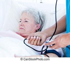 старшая, лежащий, больница, больной, постель, женщина