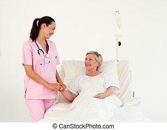 старшая, медсестра, помощь, пациент