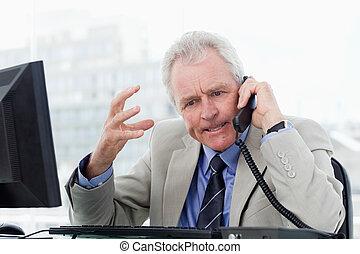 старшая, телефон, сердитый, менеджер