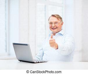 старый, показ, вверх, компьютер, thumbs, портативный компьютер, человек