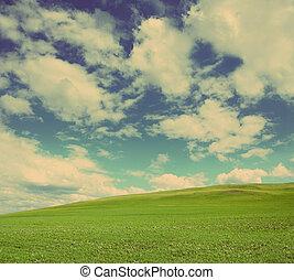 стиль, марочный, -, облачный, ретро, зеленый, холм, под, небо