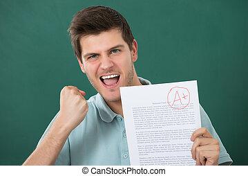 счастливый, бумага, экспертиза, держа, человек