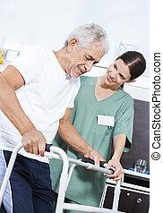 с помощью, медсестра, пациент, восстановление, центр, помощь, ходок, молодой