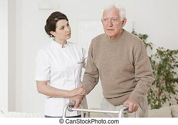 с помощью, старшая, гулять пешком, рамка, человек