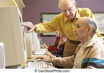 с помощью, старшая, люди, компьютер