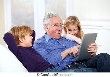 с помощью, kids, электронный, таб, дед