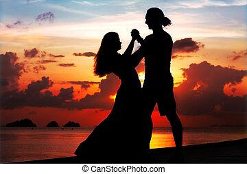 улыбается, женщина, закат солнца, человек, танцы