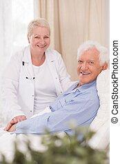 улыбается, пациент, подопечный, гериатрический