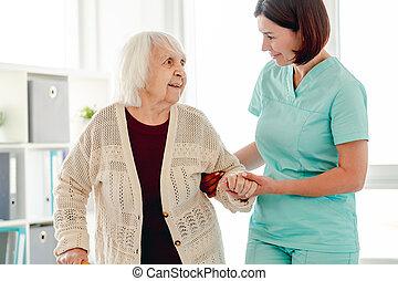 ходить, женщина, помощь, пожилой, воспитатель
