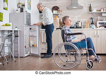 холодильник, старшая, человек, открытие