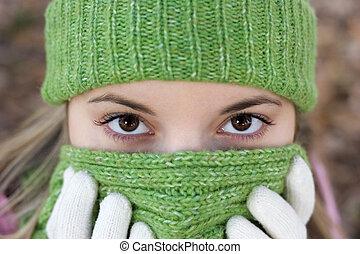 холодно, женщина