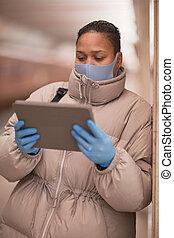 цифровой, с помощью, женщина, таблетка