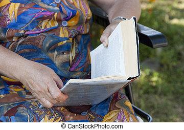 человек, чтение, старшая