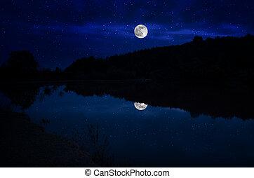 это, луна, время, выделенный, фокус, глубоко, подъем, акцентированный, красивая, озеро, спокойный, синий, ночь, небо, clouds, драматичный, reflection.selective