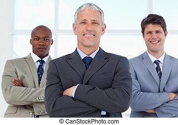 arms, his, менеджер, followed, улыбается, пересечение, два, сотрудников, suits, молодой