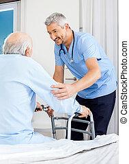 assisting, смотритель, рамка, использование, гулять пешком, старшая, человек