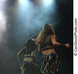 dancers, два