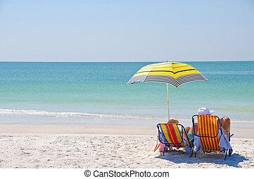enjoying, пляж, день