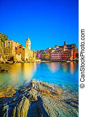 exposure., europe., италия, vernazza, парк, гавань, морской пейзаж, национальный, terre, liguria, длинный, cinque, церковь, деревня, море, lands, 5, rocks, закат солнца