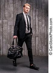handsome., полный, молодой, formalwear, мешок, длина, carrying, черный, стильный, красивый, человек