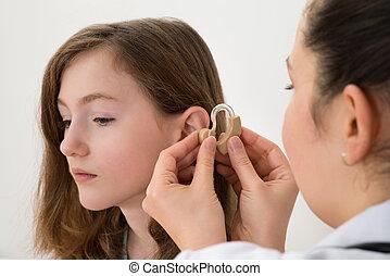 inserting, врач, слух, помощь, девушка, ухо